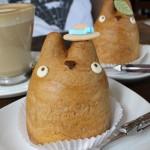 三鷹の森ジブリ美術館&トトロのシュークリーム「トロ・カフェ&ベーカリー」