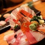 石川県金沢市の近江町市場で超豪華ランチ海鮮丼「山さん寿司本店」